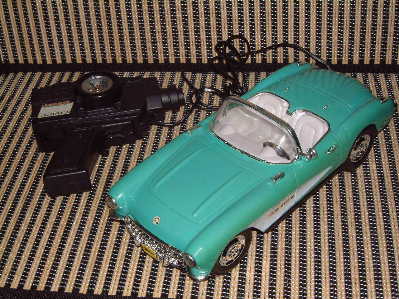 CALIFORNIA CONgreenIBLE CONgreenIBLE CONgreenIBLE NOS TETHERED REMOTE CONTROLLED CORVETTE IN ORIGINAL BOX   aadb47