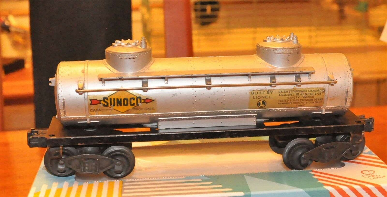Lionel 2465 Sunoco Tank Car with Flying shoes Brown Fiber Board 1946 Only