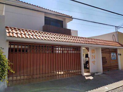 Se renta casa en Colinas del Parque, frente al parque Tangamanga de 338 m2 de terreno y 340 m2 de co