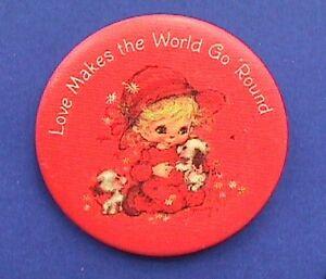 Hallmark-BUTTON-PIN-Valentines-Vintage-HAMILTON-LOVE-MAKES-WORLD-Hoilday-Pinback