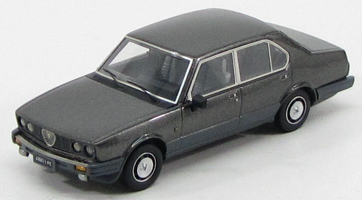 Alfa Romeo Alfetta 2000 Quadrifoglio or  gris Nube  1983 (KESS 1 43   011)