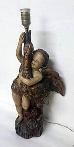 Antigua-lampara-de-terracota-firmada-y-numerada-con-un-angel-y-un-ganso