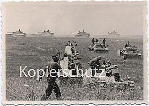 auf-Feldzug-SFL-Wespe-Panzer-III-und-Tiger-Panzer-IV-Wehrmacht-WK2-Foto-10x14cm
