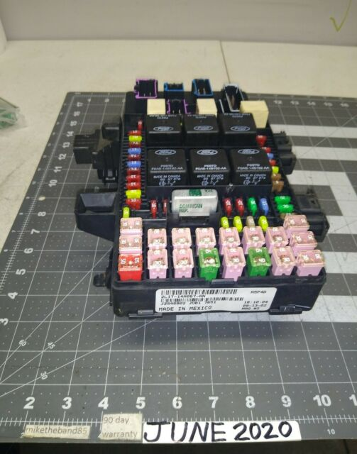 2003 Navigator Expedition Cabin Fuse Relay Box Power Center 2l1t