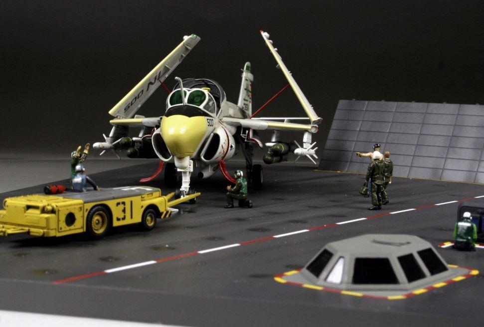 EsES modelo modelo modelo cúbico 1   72 construido por el ganador, gruman a - 6e intruso cubierta Cocherie más tripulación cd8