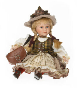32cm sitzende Porzellan Puppe rustikaler Hut Deko Figur Künstler RF-Collection