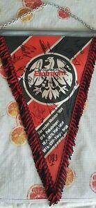 Eintracht-Frankfurt-Schoener-Wimpel-SGE-SIGNED-WIMPEL-Original-1988