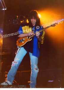 EDDIE-VAN-HALEN-JAMMING-1992-HUGE-12-034-x16-034-PHOTO-EXCLUSIVE-ITWM-w-COA-1ST-RELEASE