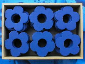 240-Stueck-Holzblumen-Holzblueten-Lochblumen-enzianblau-4cm-in-5-Holzboxen
