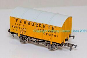 Dapol B311 , OO Gauge, 10 ton covered Cement Wagon 'Ferrocrete'