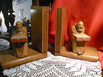 2 Tolle Alte Buchstützen Holz Skulptur Mönch Kloster Gelehrte Student 17x15x9 Cm