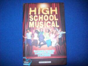 HIGH-SCHOOL-MUSICAL-8-PAGINE-DI-IMMAGINI-TRATTE-DAL-FILM-E-ADESIVI-DISNEY-2007