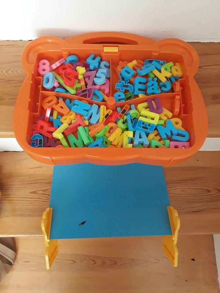 Magnetisk legetøj, Tavle med bogstaver og tal