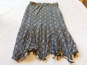 Bandolino Women's Ladies Knee Length Skirt Size s small Black White GUC