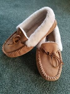 Minnetonka Women's Size 10 M Tan Leather Suede Faux Fur Lined Slippers Moccasin