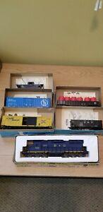 Vintage-ATHEARN-HO-scale-train-2-box-cars-gondola-hopper-caboose-lot-of-6