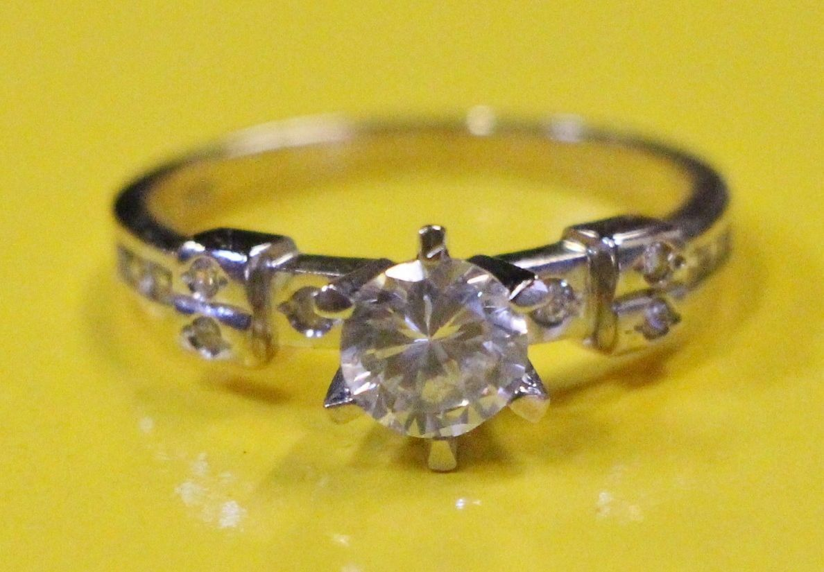 AH4 Gorgeous 14K Yellow gold Engagement Ring w  simulated diamond size 8