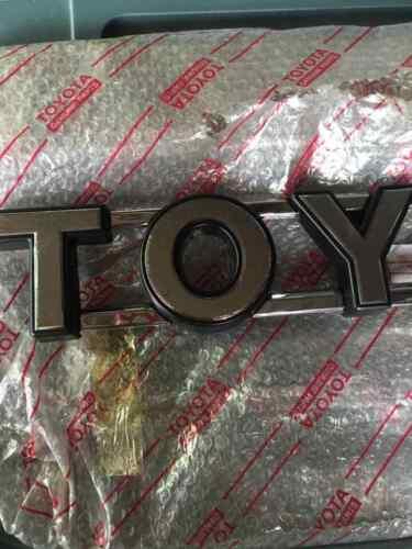 TOYOTA HILUX LN60 LN61 LN65 YN60 YN63 YN65 Front Grille Emblem Badge Genuine Nos