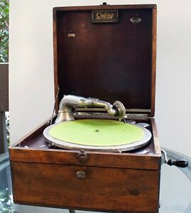Vintage-Outing-Talking-Machine-Hand-Crank-Portable-Phonograph-Record-Player