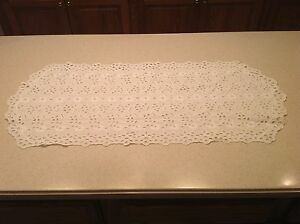 Vintage-Doily-Table-Runner-White-eyelet-No-Stains-Floral-Embroidered-33-x-14-5