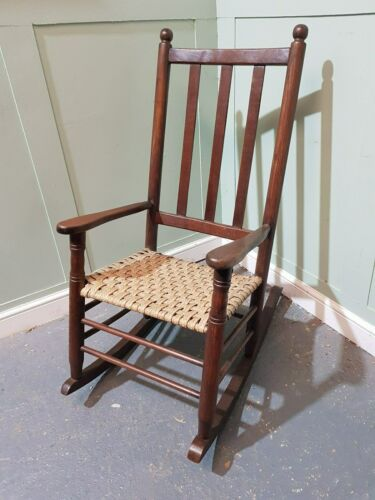 ANTIQUE STYLE LARGE ROCKING CHAIR VINTAGE HAND MADE ROCKING CHAIR NURSING CHAIR