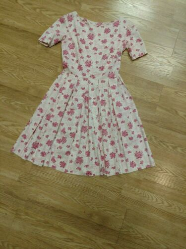 Late 1940's- 1950's pink and white novelty print p