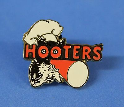 HOOTERS RESTAURANT STAFF HOOTIE DISHWASHER LAPEL PIN WITH CHEF HAT