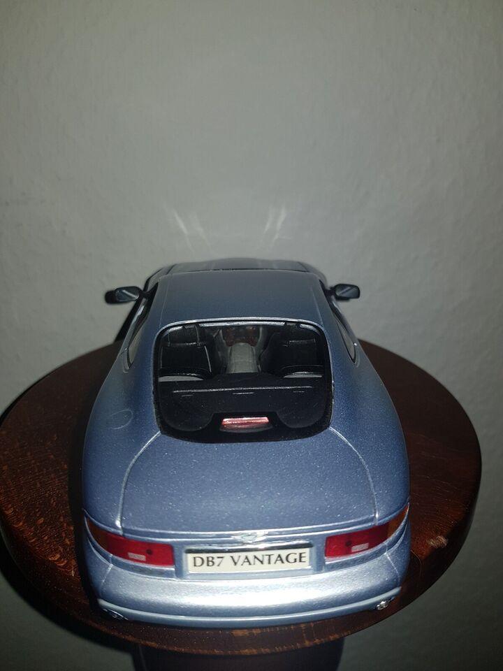 Modelbil, Maisto Aston Martin DB7 Vantage, skala 1:18 1/18