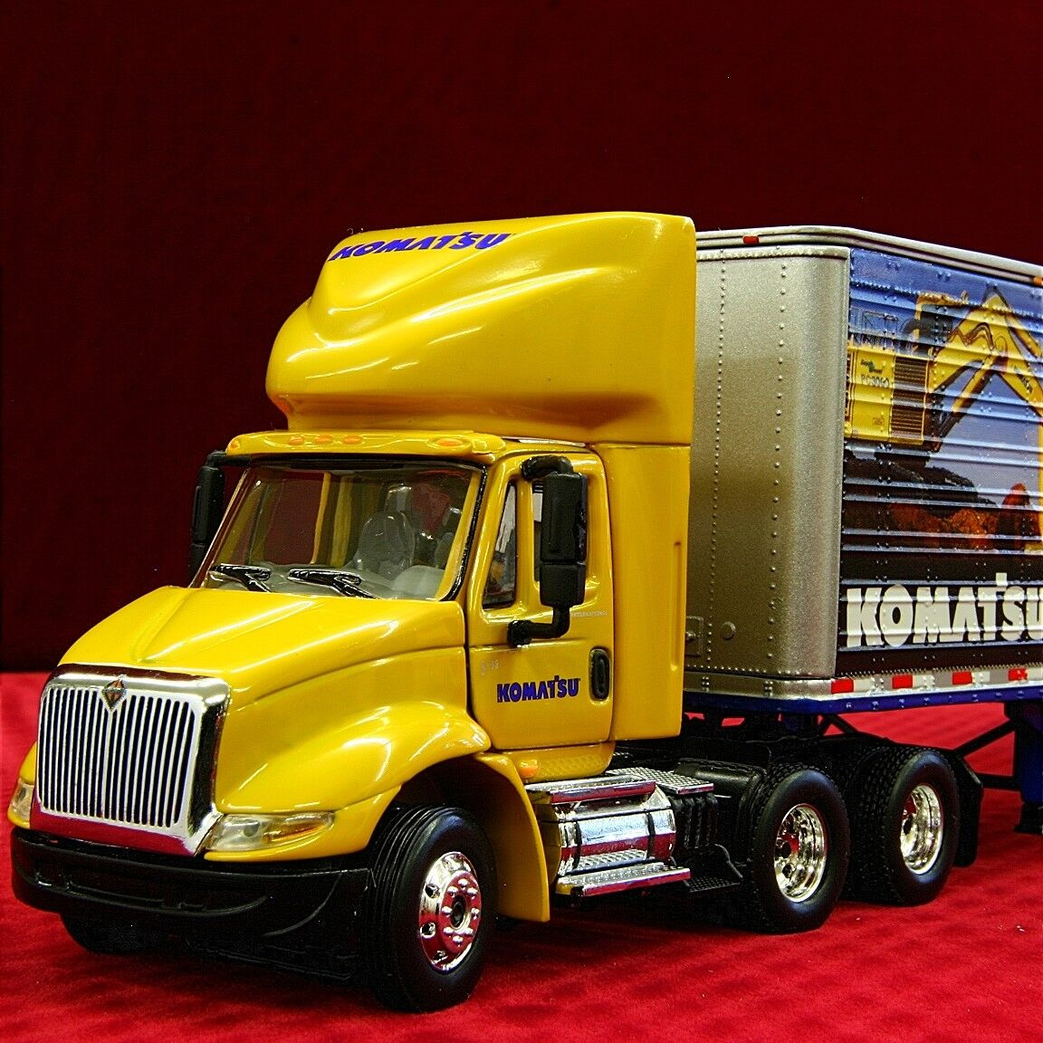 NEW / Sold-Out - KOMATSU IH 8600 TRACTOR TRAILER 1/64 FIRST GEAR 69-0018 DCP