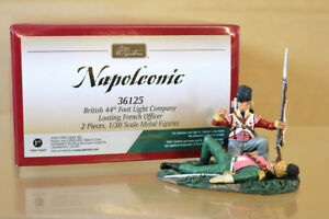 BRITAINS 36125 NAPOLEONIC BRITISH 44th FOOT LIGHT COMPANY LOOTING FRENCH OFFICER