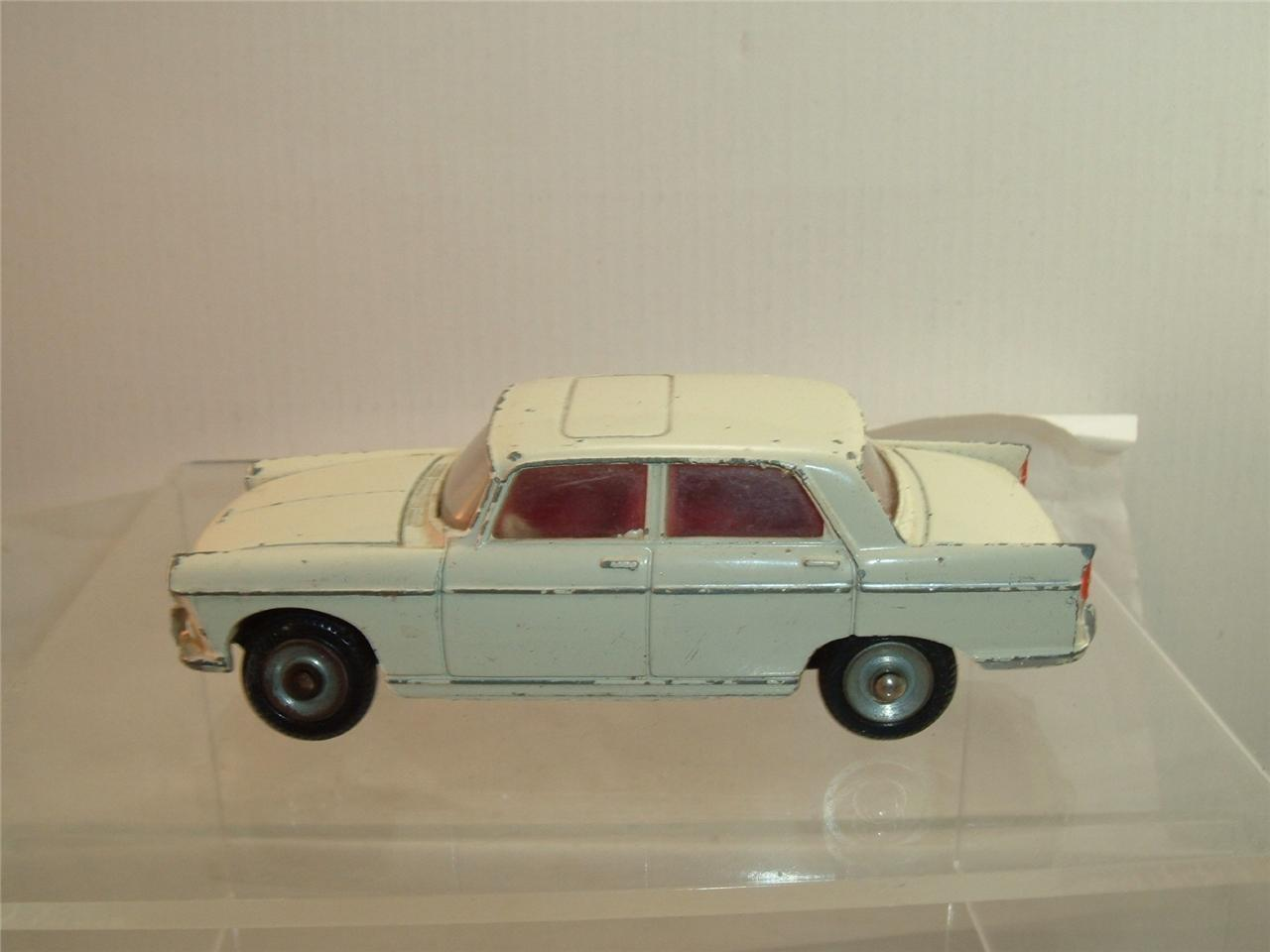 DINKY DINKY TOYS FRANCE 553 PEUEGOT 404  IN ORIGINAL USED CONDITION SEE THE PHOTOS