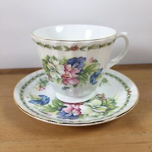 Vintage-Royale-Garden-Tea-Cup-and-Saucer-Staffs-England-Floral-White-Bone-China