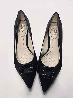 soft black pumps