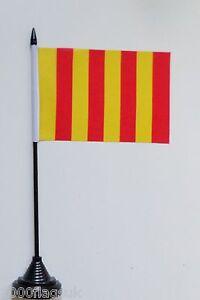 Motor Racing Formula 1 Flag Per-bend Black /& White Polyester Table Desk Flag