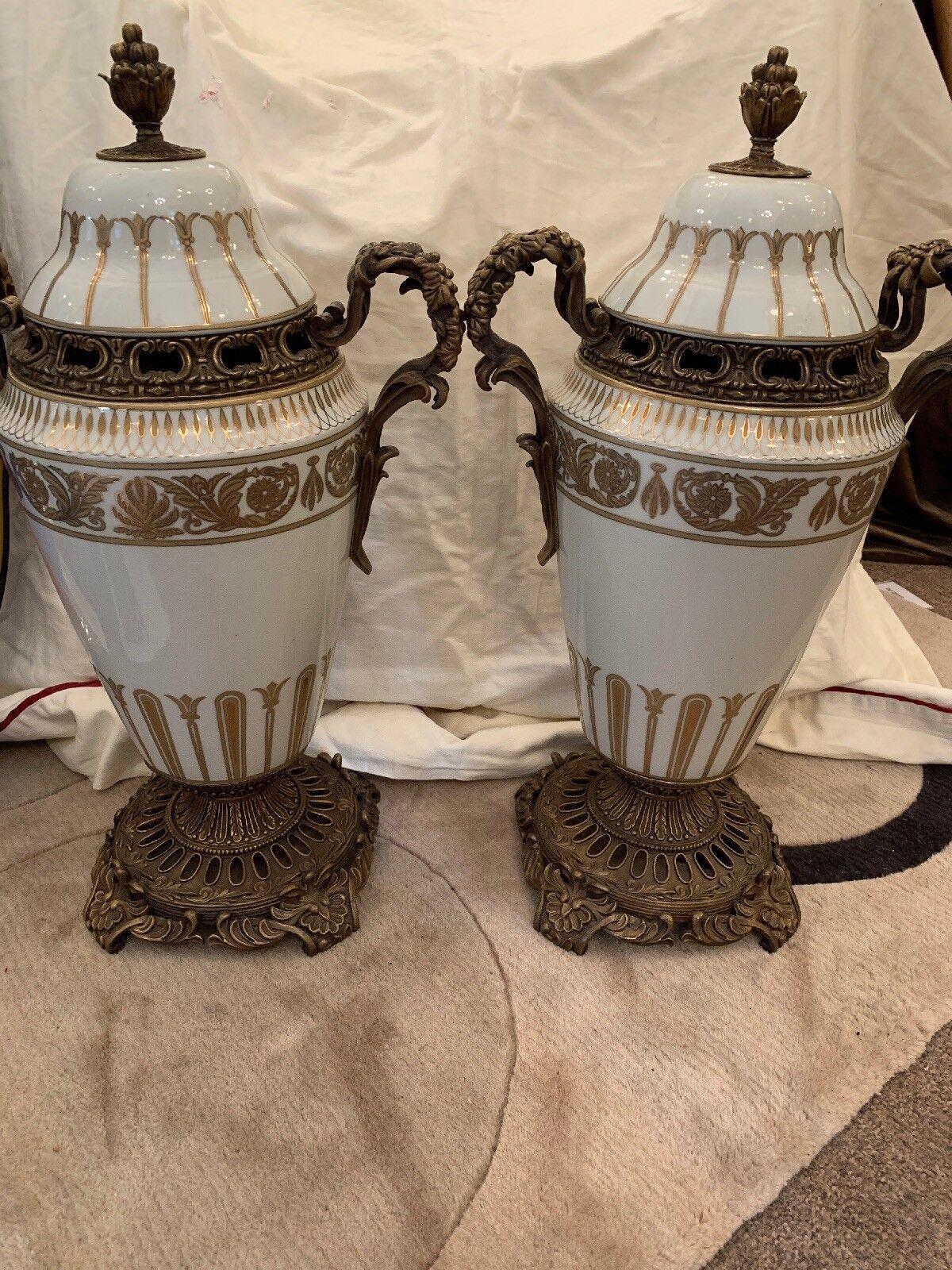Amazing Pair Of Weiß Weiß Weiß Porcelain And Bronze Lidded Urns c72145