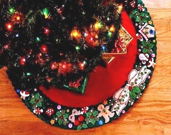 Christmas Bucilla Felt Applique Tree Skirt Kit Mary's Wreath Engelbreit  85466 42 | eBay - Christmas Bucilla Felt Applique Tree Skirt Kit Mary's Wreath