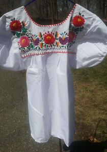 Puebla-Mexican-Blouse-Top-Shirt-White-Embroidered-Flowers-Floral-Medium-T