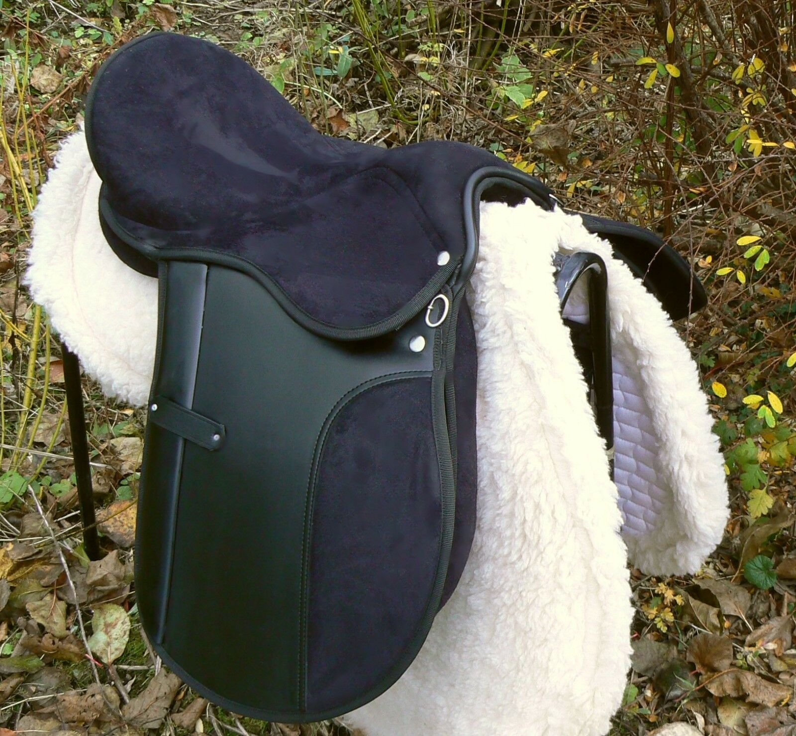 Best Seller Synthetic NON-SLIP FLEXi tree GP saddle- with leathers and stirrups