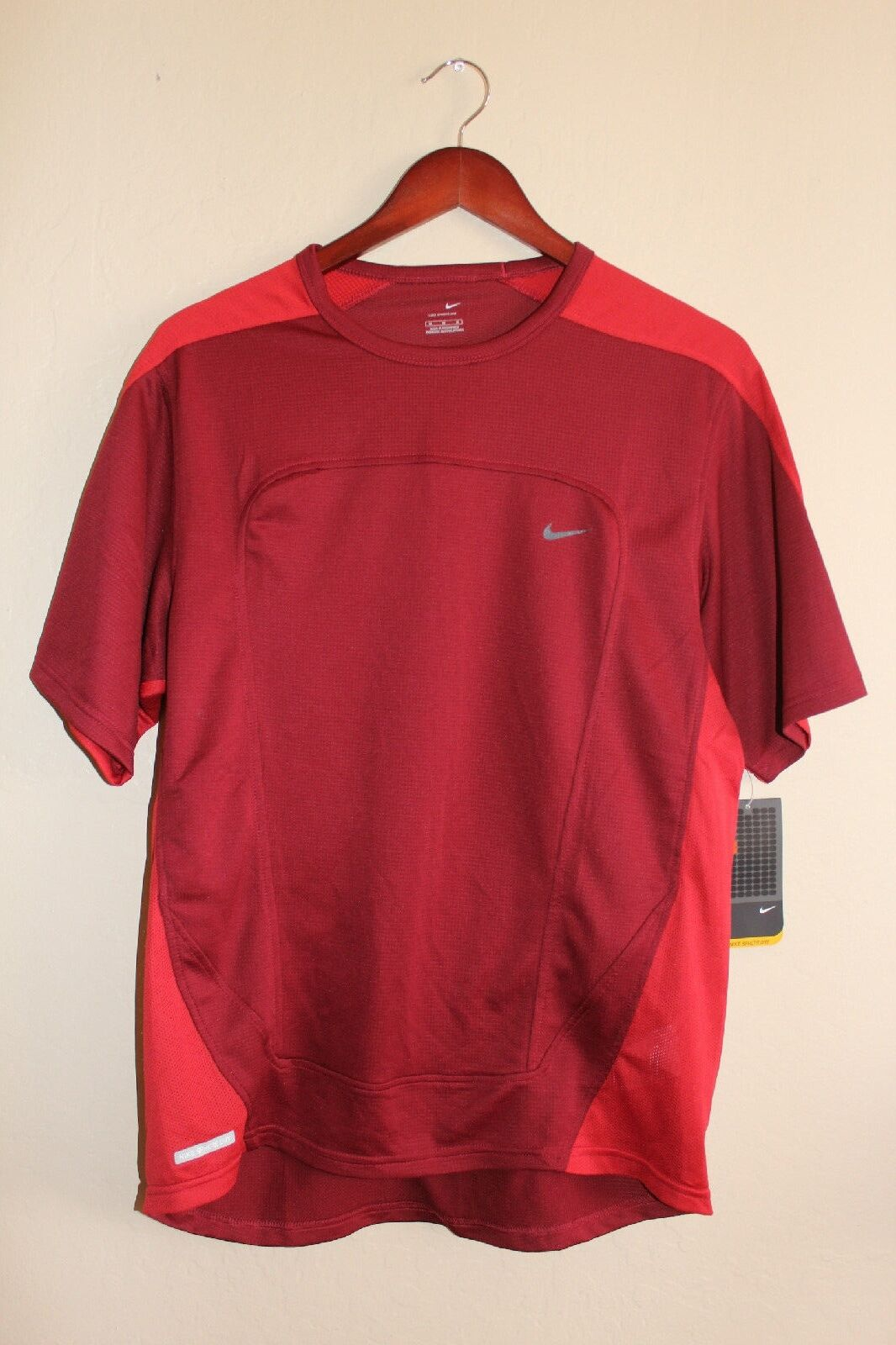 NEW Mens NIKE Sphere Dry Short Sleeve Mesh Training Shirt - Red - Size Medium