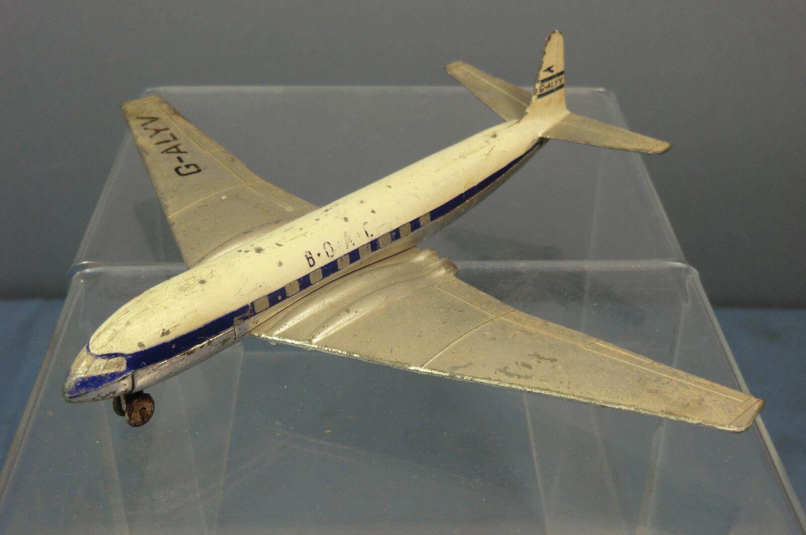 DINKY TOYS MODEL No.702 DH   COMET  JET AIRLINER   FOR RESTORATION