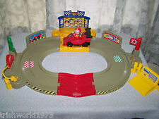 FISHER PRICE LITTLE PEOPLE LIL MOVERS RACE TRACK WITH CAR & DRIVER 2004