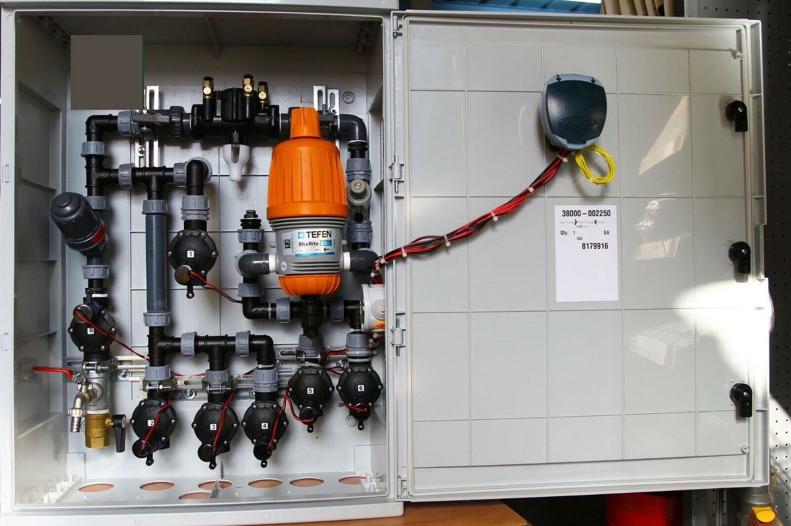 Full Built Drip Watering Irrigation System Outdoor Box Cabinet 6 Galcon DC Valve