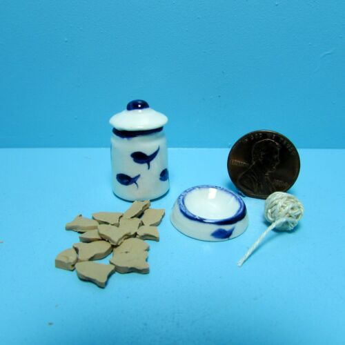 Dollhouse Miniature Cat Treats with Canister /& Matching Bowl /& Toy Set CER62