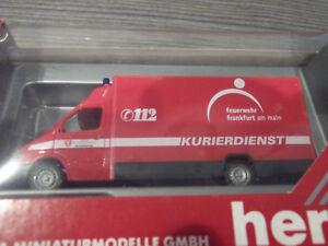 Herpa-045872-MB-Sprinter-Koegel-Feuerwehr-Frankfurt-am-Main-Kurierdienst-1-87-OVP