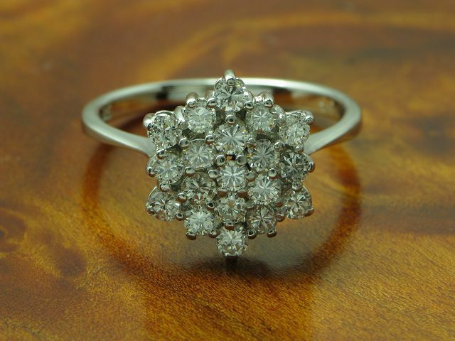 14kt 585 whitegold Ring mit 0,85ct Brillant Besatz   Diamant   2,9g   RG 52