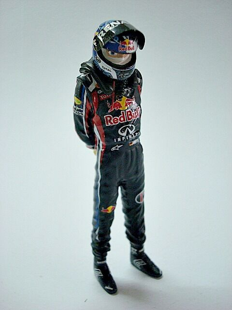 1 18 FIGURE SEBASTIAN VETTEL WORLD CHAMPION 2011 F1 FIGURINO
