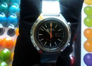 Seiko-Chronograph-7015-7000-Speed-Timer-original-bracelet