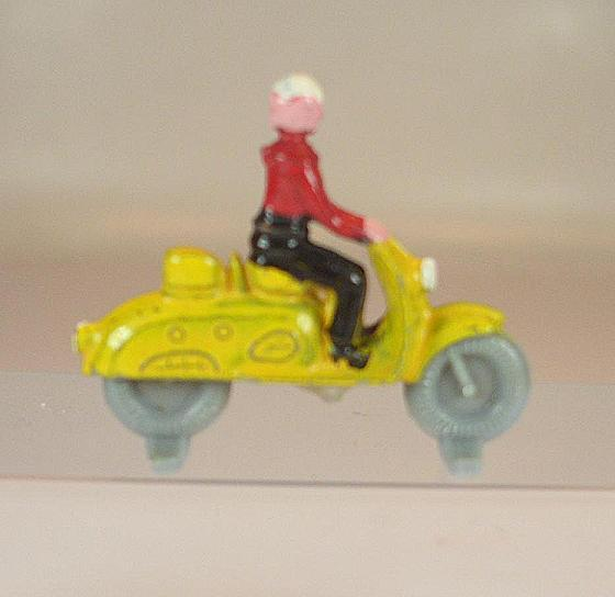 Lego alt 1 87 Motorroller alte Form Form Form 1.Version gelb Fahrer roti 50 60er Jh.  527  | Clearance Sale  d9bfa5