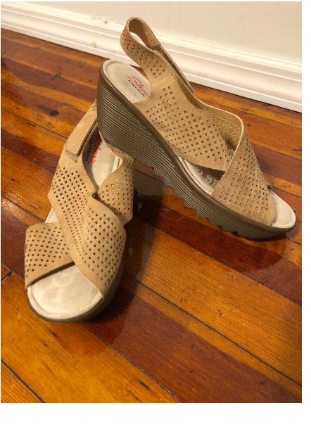NWOB Skechers Modern Comfort Infrastructure Women's Sandal TAN Sz 9