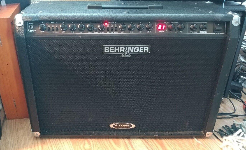 Behringer V-Ton GMX212 Combo Verstärker.w Fußschalter, manuell,& Stromkabel.3x60 Watt